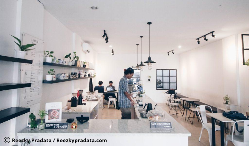 Suasana Indoor Aegis Coffee