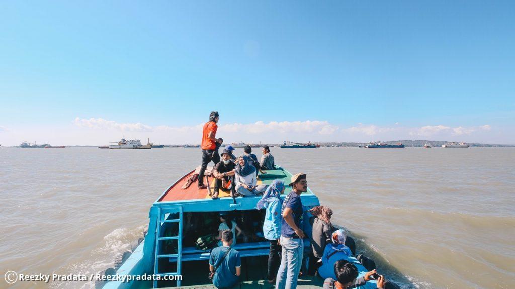 Menuju Kapal Sanus 57 dengan Tugboat