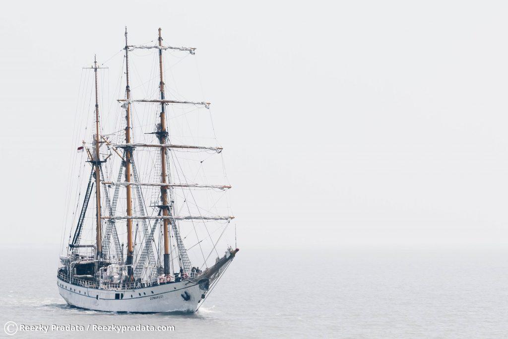 Kapal Dewa Ruci melintasi Laut Madura