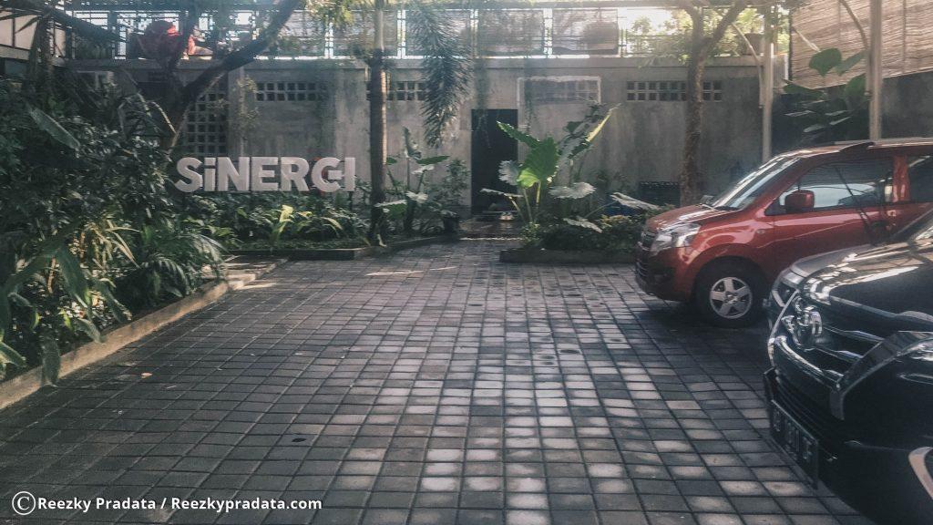 Parkiran Mobil Sinergi Coffee
